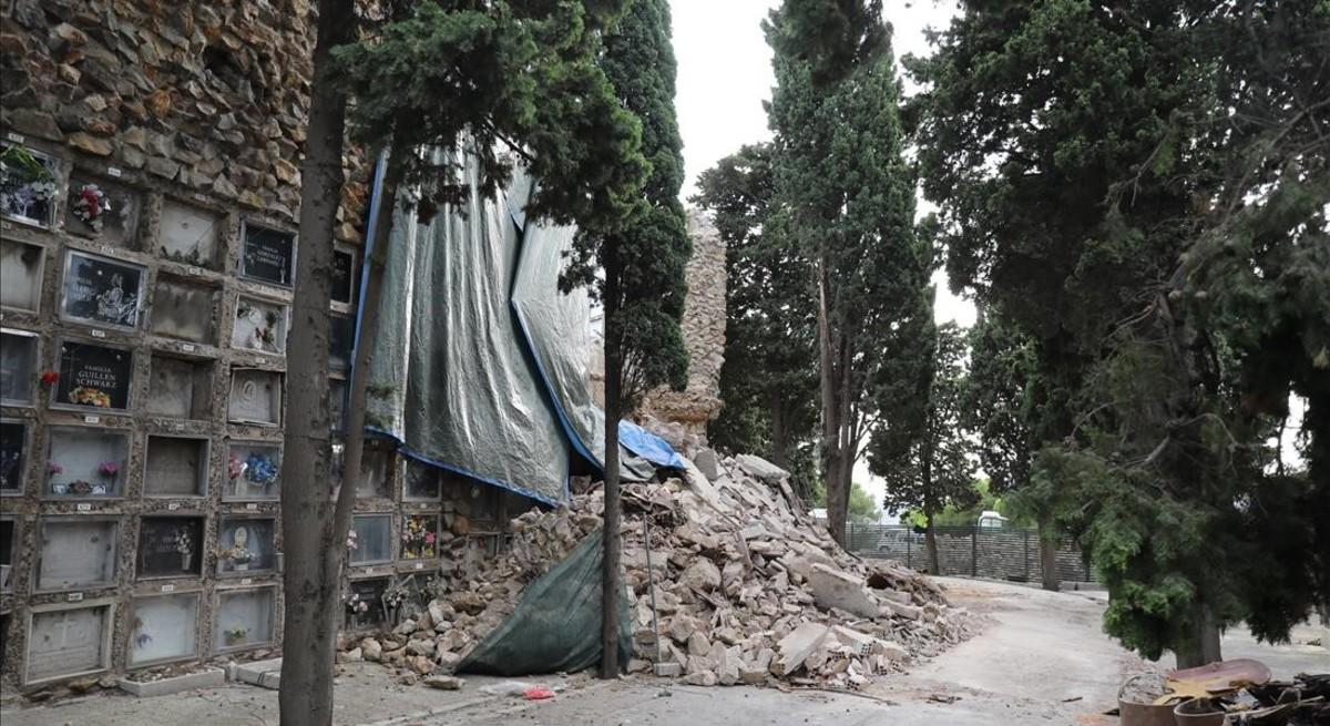 Imagen del estado en el que quedaron los nichos derrumbados en Montjuïc.