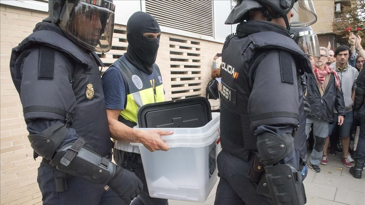 Retirada de urnas en Lleida.