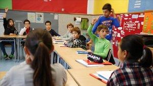 Niños en una escuela de Rellinars, en una foto de archivo del 2017.