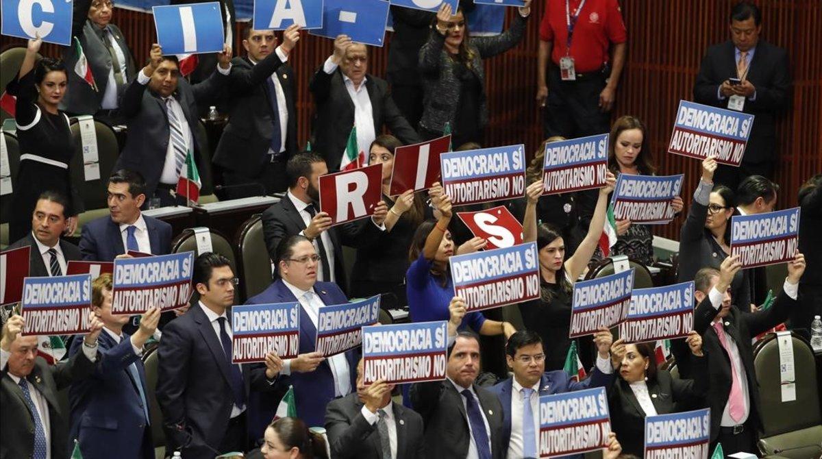 López Obrador promet no robar ni mentir en presència de Maduro