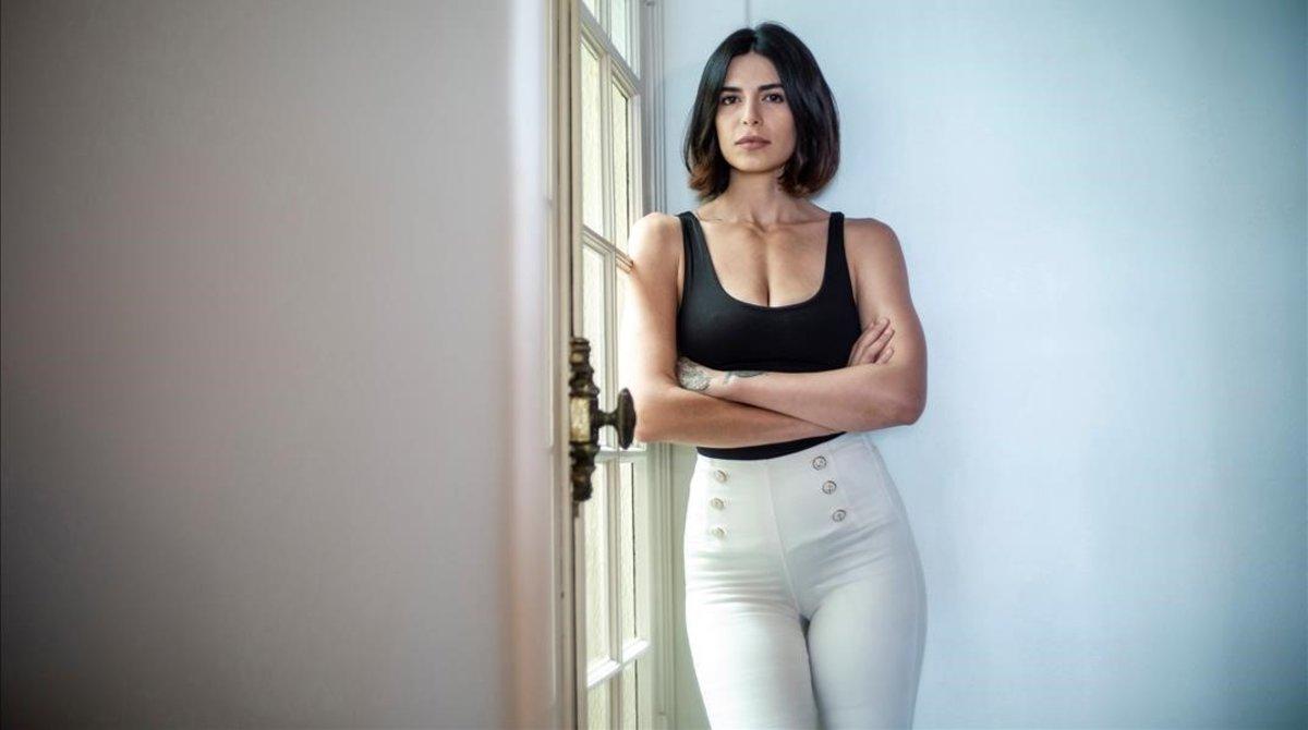 La model iraniana que va passar dels nus a dormir als carrers de París