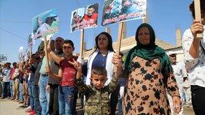 Les famílies dels ostatges dels EUA assassinats a Síria rebutgen la retirada ordenada per Trump
