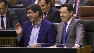 El Govern i el PSOE posen setge als tribunals el decret estrella de la Junta d'Andalusia