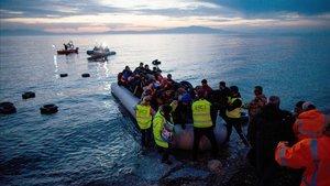 Grècia instal·larà tanques flotants per dissuadir els immigrants