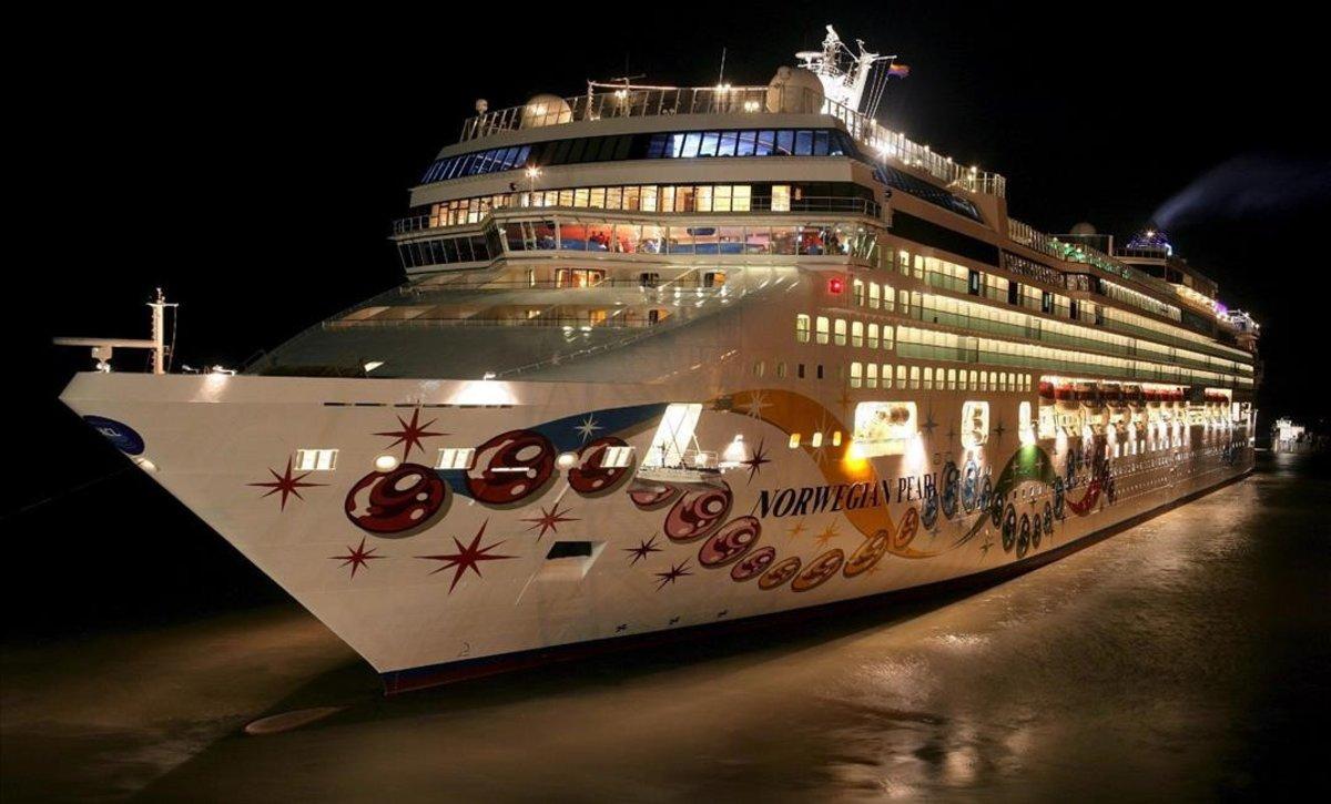 Un creuer avariat deixa penjats 2.700 passatgers a Barcelona