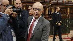 El ministre dHisenda, Cristóbal Montoro, a larribar al Congrés.