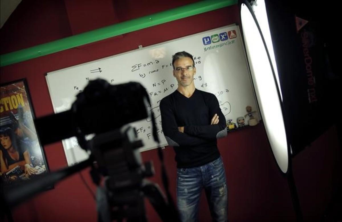 David Calle, profesor de Matemáticas, Física y Química desde su canal Unicoos.