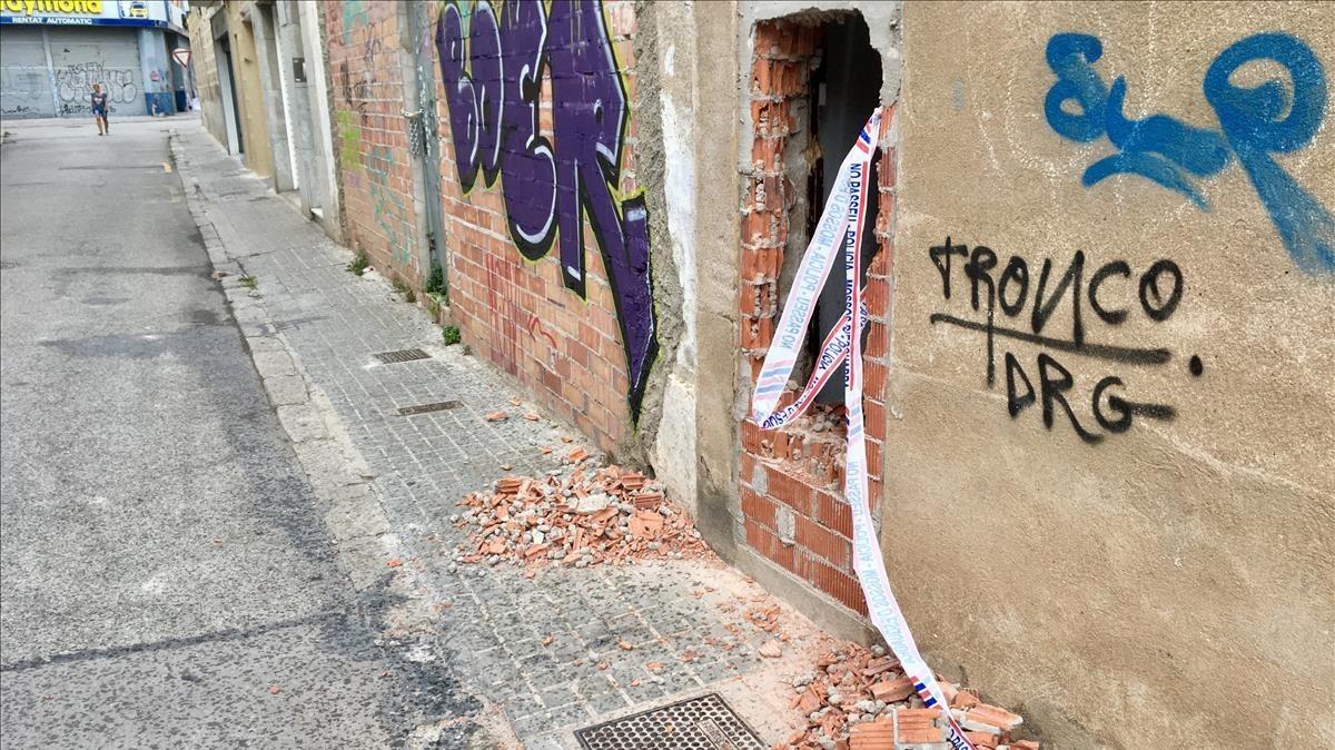 cmontanyes39979786 unos okupas rompen una puerta de un edificio y se encuentran170906191612