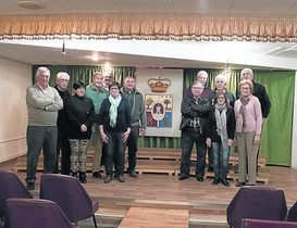 Sala de actos de la Casa de Soria 8Heras, el presidente (segundo por la izquierda), y otros socios.