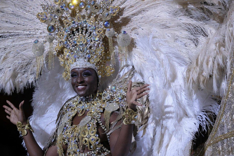 ¡Hermosa! Erika Echuaca es elegida Reina del Carnaval de Las Palmas 4db1f2665f42