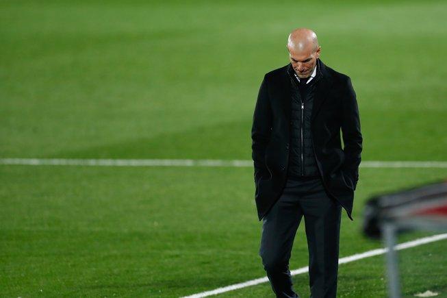 Zidane busca algún camino exitoso para el Madrid