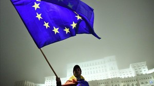 Los catalanes del bloque constitucionalista se expresamás pro Unión Europea, mientras que los independentistas se muestran desde eurocríticos hasta euroescépticos.
