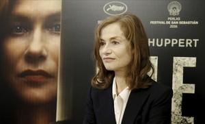 La actriz francesa Isabelle Huppert, posando en la presentación de Elle, en el festival de cine de San Sebastián.