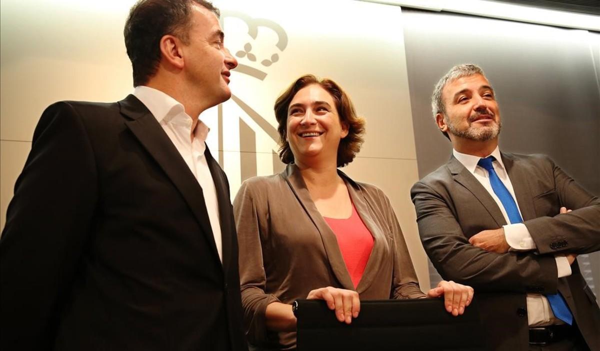 Alfred Bosch, Ada Colau y Jaume Collboni, en el Ayuntamiento de Barcelona.
