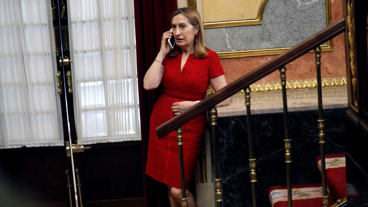 Ana Pastor invita a Torra a defender su posición en las Cortes.