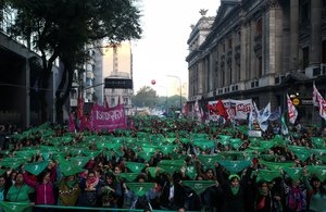 La famosa 'marea verde' en Argentina en favor del aborto legal.