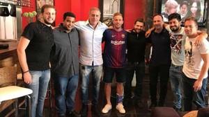 André Cury, junto a Arthur y unos amigos de este, antes del fichaje del centrocampista brasileño por el Barça.