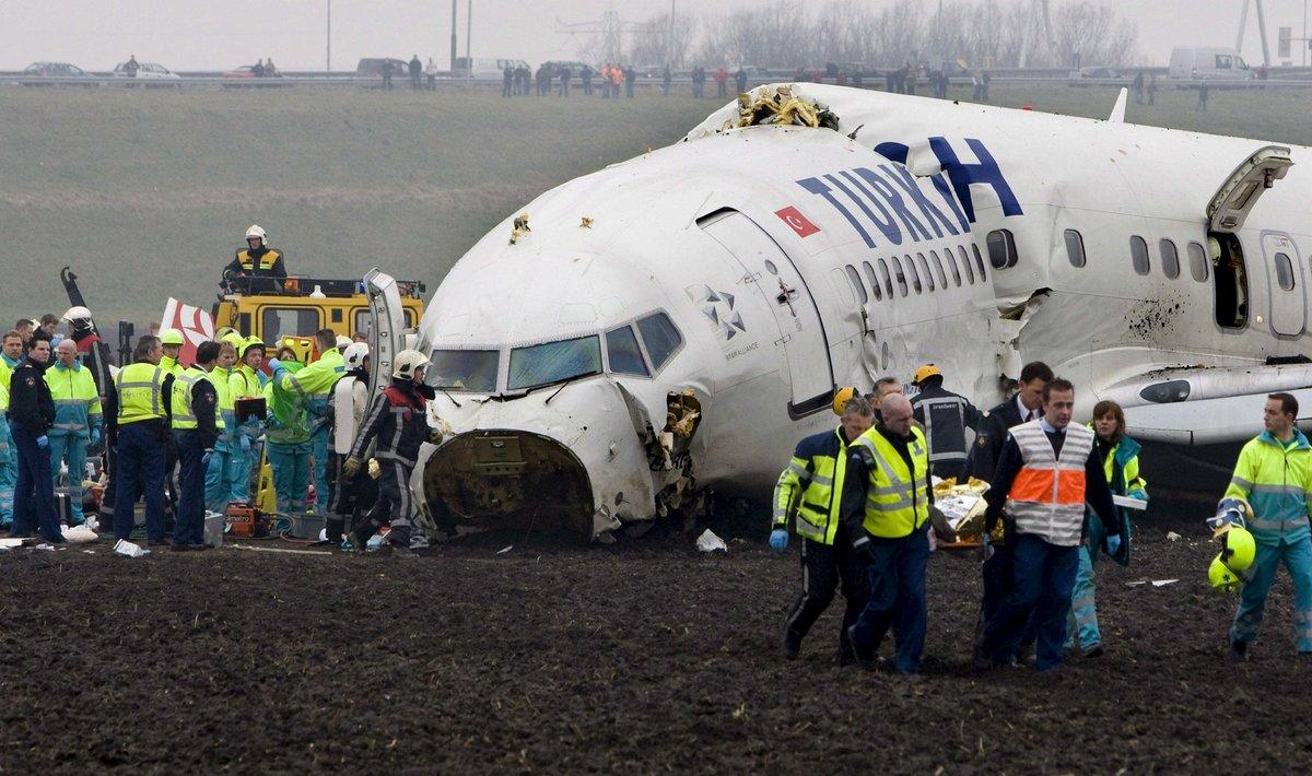 Avión de Turkish Airlines que se estrelló en las inmediaciones del aeropuerto de Schipol, Amsterdam (Holanda), el 25 de febrero de 2009.