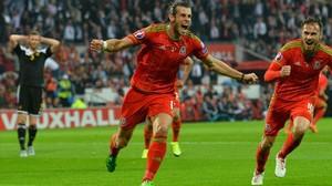 Bale celebra uno de los goles de Gales en la Eurocopa.