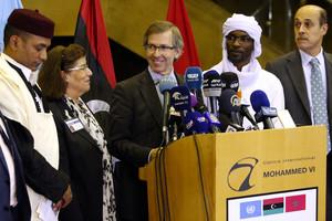 El enviado de la ONU para Libia, Bernardino León, anuncia en rueda de prensa la propuesta de un Gobierno de unidad nacional.