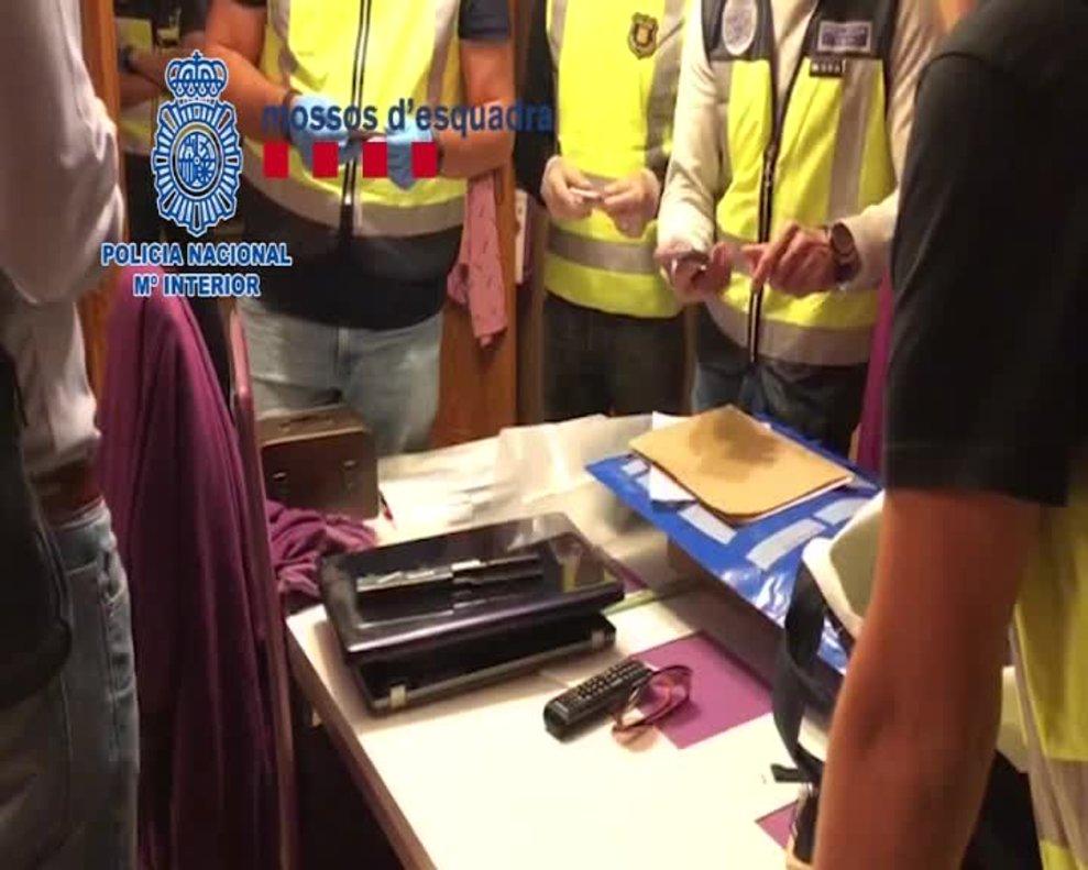 Agentes de la Policía Nacional y de los Mossos d'Esquadra, en una operación conjunta, han detenido a siete butroneros como presuntos autores del robo de más de dos millones de euros en joyas en un taller de Barcelona.