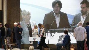 Carles Puigdemont y Toni Comín intervienen ante los militantes de JxCat en Barcelona