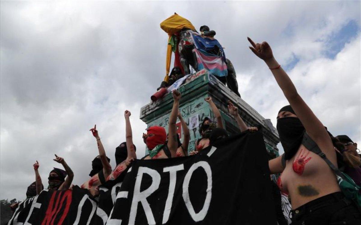 Milers de persones a Xile protesten contra la violència masclista