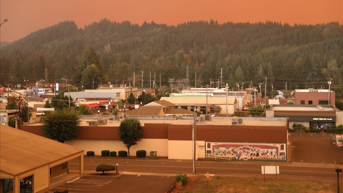 Un cielo anaranjado en la localidad de Esacada, en Oregón, por la proximidad de los fuegos.