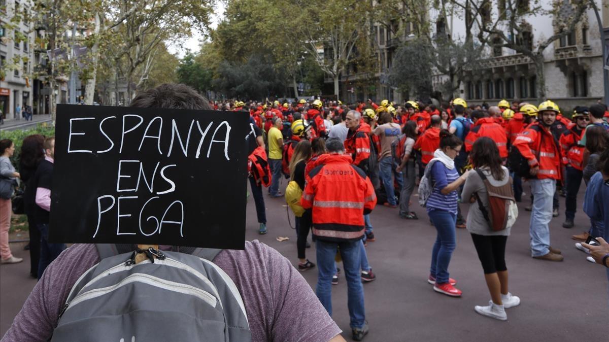 Concentración de bomberos en la avenida Diagonal.