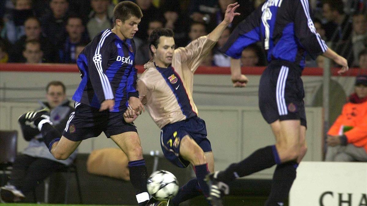 Debut de Iniesta ante el Brujas en 2002.