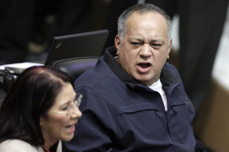 Diosdado Cabello insinuó que tres parlamentarios más serán arrestados por apoyar el alzamiento militar contra Maduro.