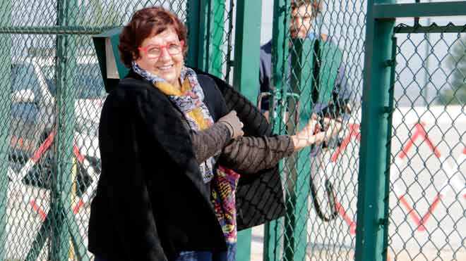 Dolors Bassa sale de la prisión de Puig de les Basses.