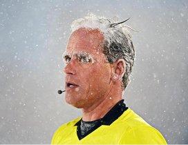 Drew Fischer, el árbitro del partidomás frío de la hsitoria de la MLS, congelado.