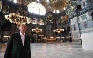 El presidente de Turquía en la basílica de Santa Sofía.