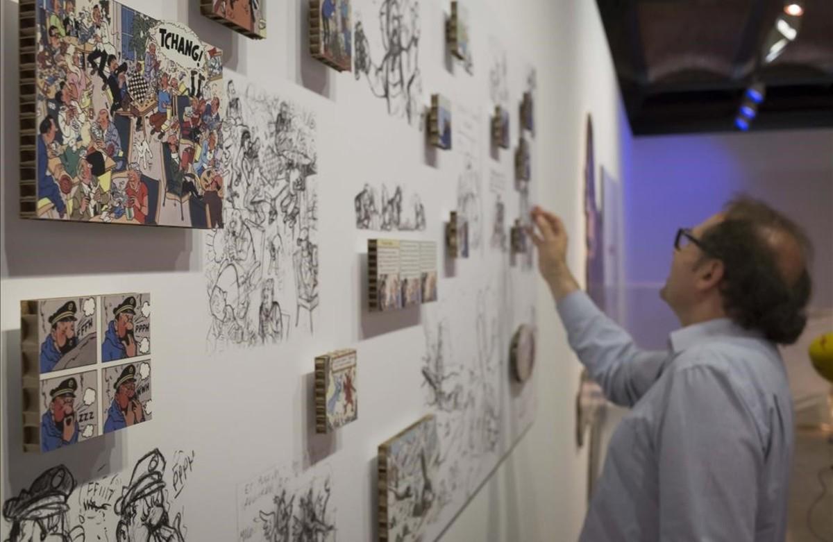 Esbozos de Hergé, comparados con el resultado final, en la muestra del Museu dHistòria de Catalunya sobre las influencias de la vida real que el dibujante belgatrasladó a Tintín en el Tíbet.