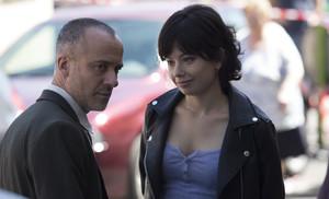 Javier Gutiérrez y Anna Castillo, protagonistas de la nueva serie de TVE Estoy vivo.