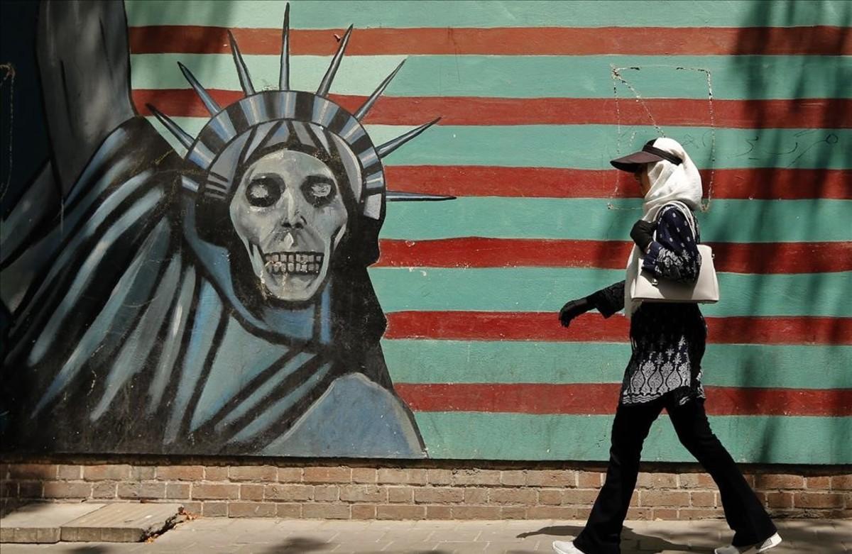 La fachada de la antigua embajada estadounidense en Teherán, cerrada desde el 1980 cuando se cortaron las relaciones diplomáticas entre los dos países.