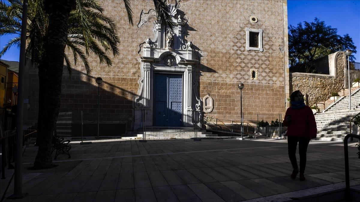 Fachada de la iglesia de Constantí.