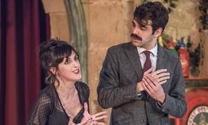 Laura Aubert y David Verdaguer, en una escena de Lhostalera, de Carlo Goldoni.