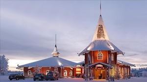 Casa de la Navidad en la aldea de PapáNoel oficial en Rovaniemi (Finlandia).