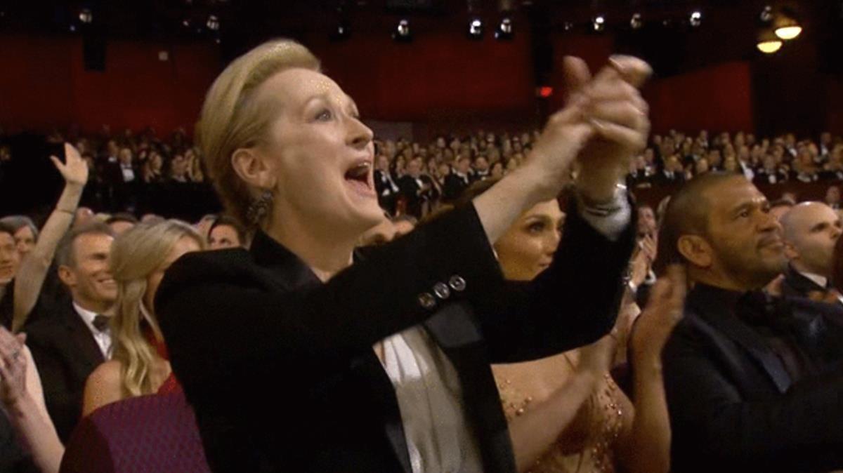 La entusiasta reacción de Meryl Streep ante el Oscar honorífico a Julie Andrews se utiliza para aplaudir a otra persona.
