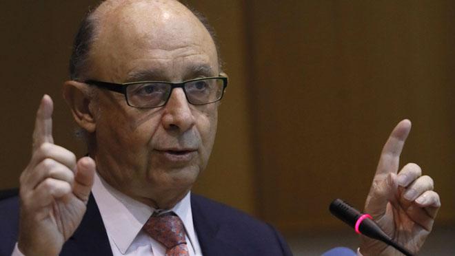 Hacienda intervendrá las operaciones financieras del ayuntamiento de Carmena en Madrid.