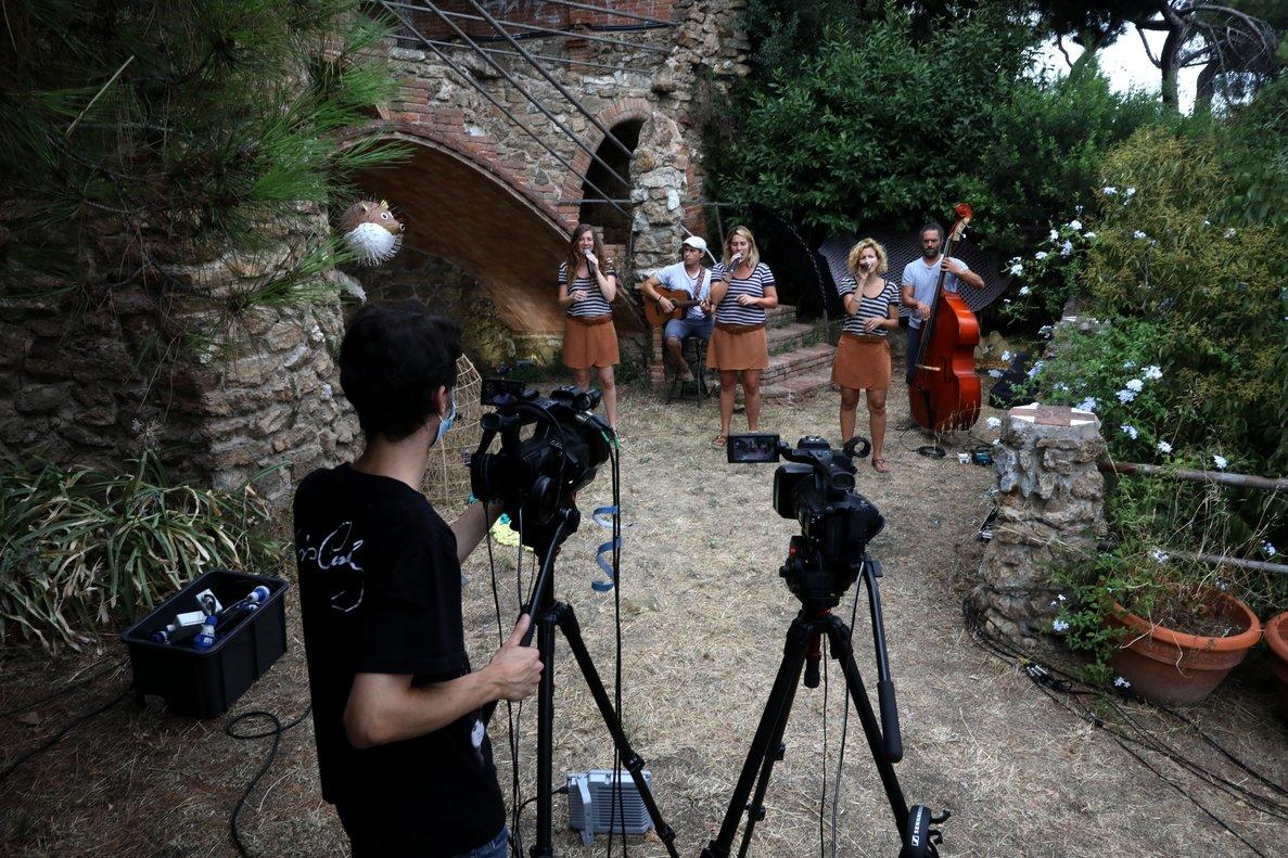 El grupo de habaneras, Les Anxovetes, durante su grabación.