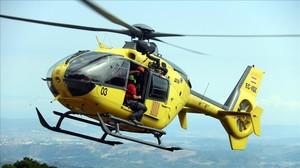 Un helicóptero de Bembers descendiendo a un rescate.