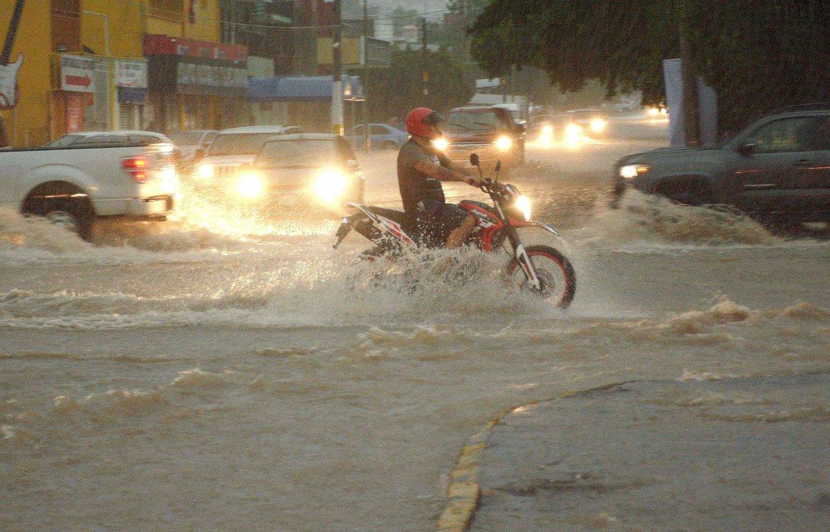 Resultado de imagen para Huracán Lorena pone en máxima alerta a varios estados del noroeste de México