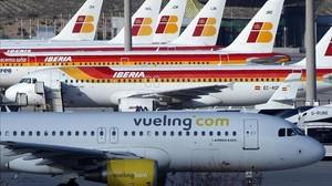 Avión de Vueling en el aeropuerto de Madrid.
