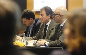 Ignacio Osborne, en el centro, en Esade.