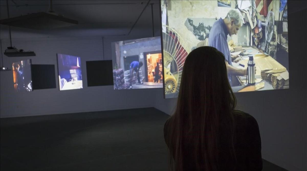 Instalación El trabajo en una sola toma, de la exposición Empatía, que recorre en la Fundació Tàpies la obra de Harun Farocki.