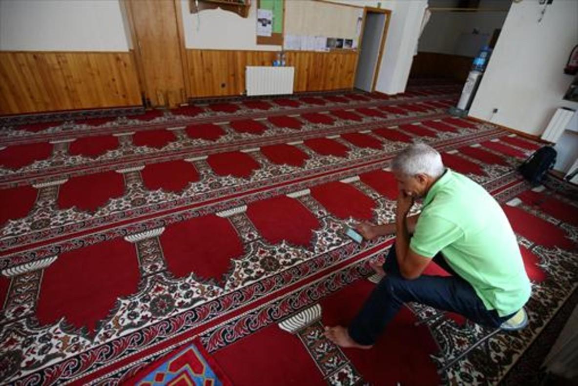Interior de la mezquita de Ripoll, de la que fue imán el yihadista Es Satty.