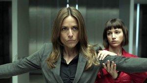 Itziar Ituño (Raquel Murillo - Llisboa) y Úrsula Corberó (Tokio) en una escena de 'La casa de papel'.